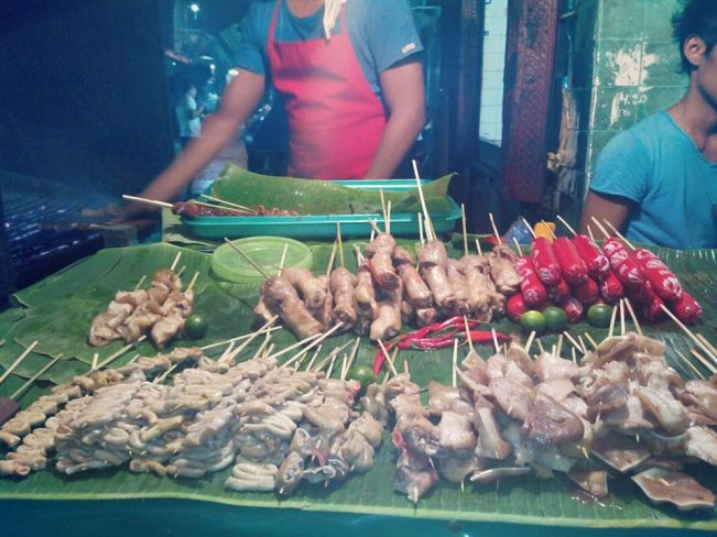 Lined up perfectly per category on a banana leaf, each delicacies are sold for only Php10 to Php20 or half a dollar.