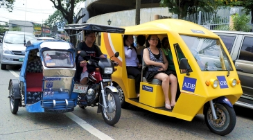 Conventional diesel powered tricycle and e-tricyle that ply the streets of Mandaluyong. Photo by Google Images